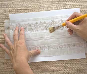 Cole o guardanapo num papel sulfite