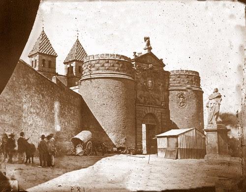 Puerta de Bisagra de Toledo a finales del siglo XIX