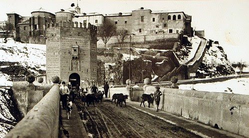 Gran nevada en Toledo vista desde el Puente de Alcántara a principios del siglo XX. Fotografía Rodríguez