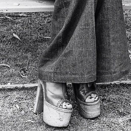 Le Fashion Blog 1970s 70s Street Style Vintage Photos Flared Denim Bell Bottoms Wide Leg Jeans Platform Sandals Via Tres Blase