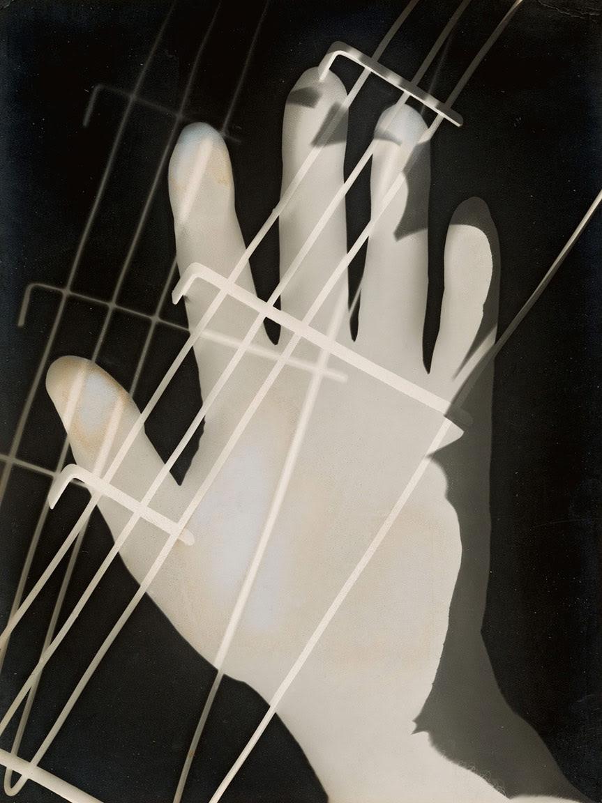 "László Moholy-Nagy, ""Photogram"" (1926), gelatin silver photogram, 23.8 x 17.8 cm (courtesy Los Angeles County Museum of Art, Ralph M. Parsons Fund, © 2016 Hattula Moholy-Nagy/VG Bild-Kunst, Bonn/Artists Rights Society (ARS), New York, photo by Museum Associates/LACMA)"