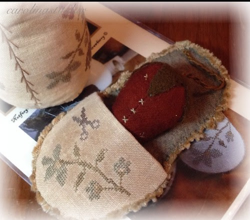 Pin drum & slipper w wool strawberry