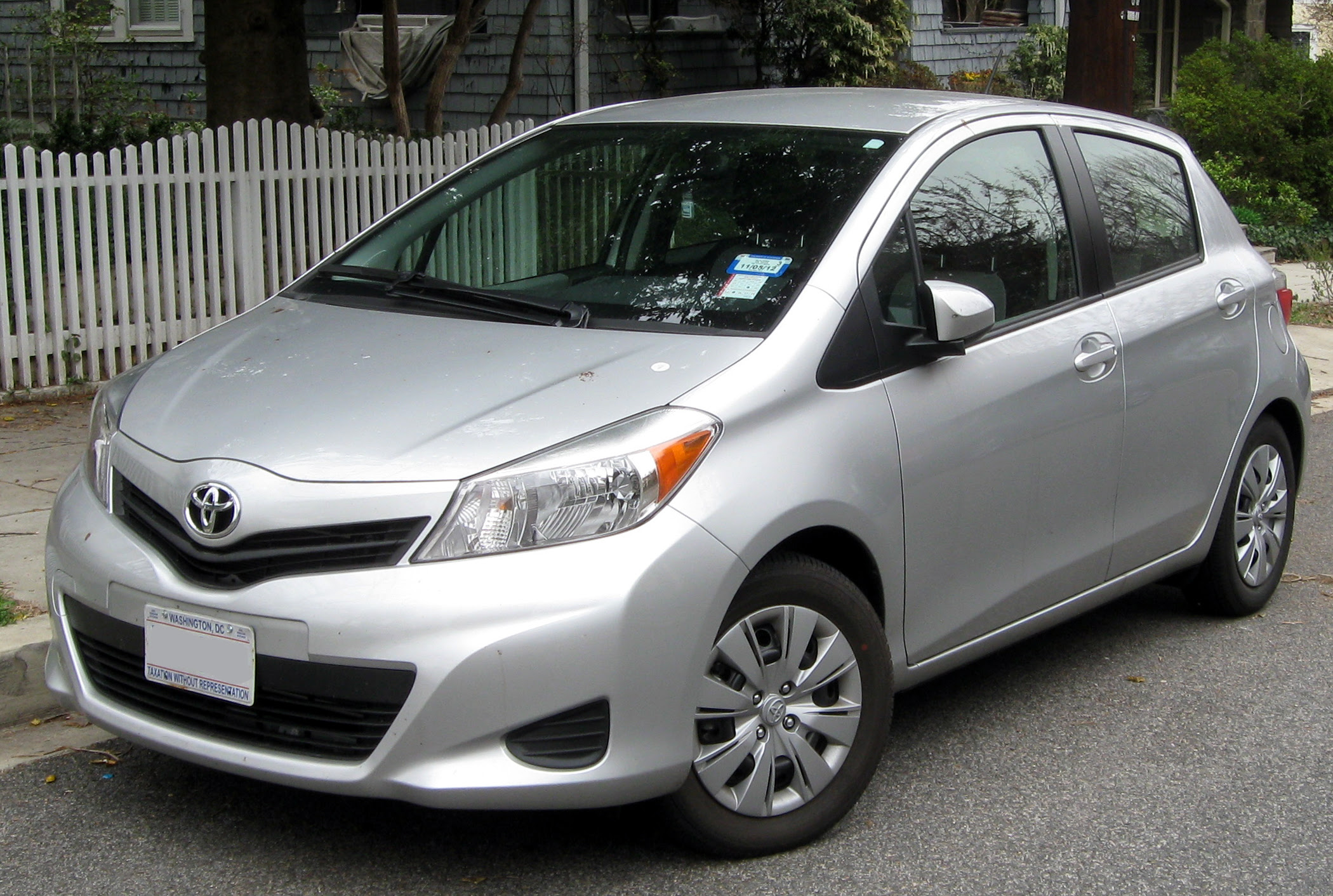 File:2012 Toyota Yaris LE five-door -- 03-16-2012.JPG ...
