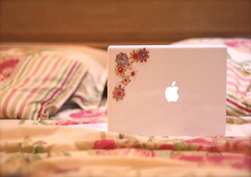 http://s2.favim.com/orig/37/cute-lepillow-macbook-vintage-Favim.com-303199.jpg