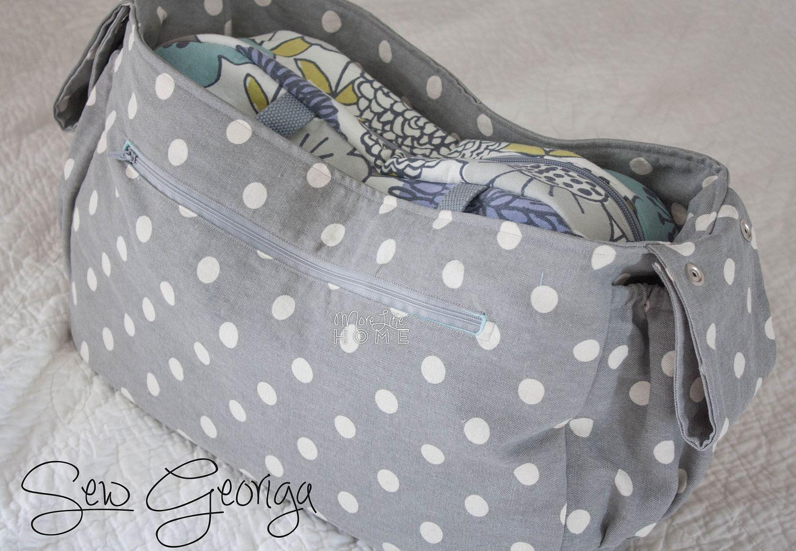 http://www.morelikehome.net/2015/08/stroller-tote-free-pattern-tutorial.html