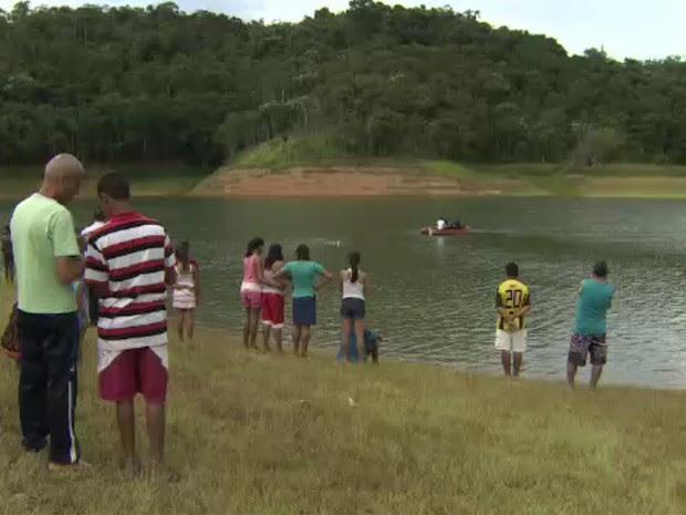 Homem de 26 anos morre afogado na represa do Jaguari em Igaratá (Foto: Reprodução/TV Vanguarda)