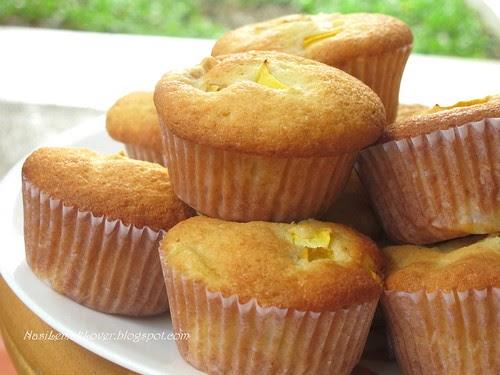 Nasi Lemak Lover: Mango Yogurt muffin