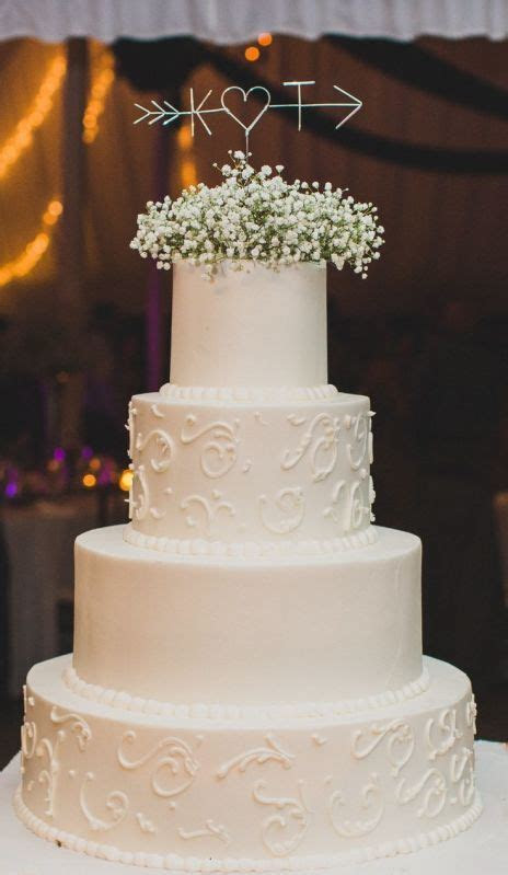 Delicate dessert details: a traditional fondant wedding