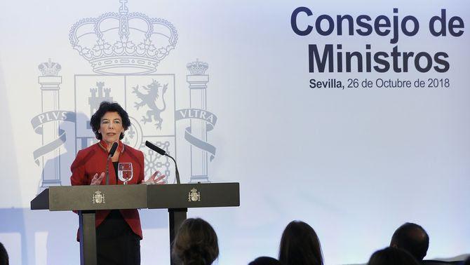El Consell de Ministres d'aquest divendres, que ha decidit recórrer la reprovació del rei pel Parlament, s'ha celebrat, excepcionalment, a Sevilla (EFE)