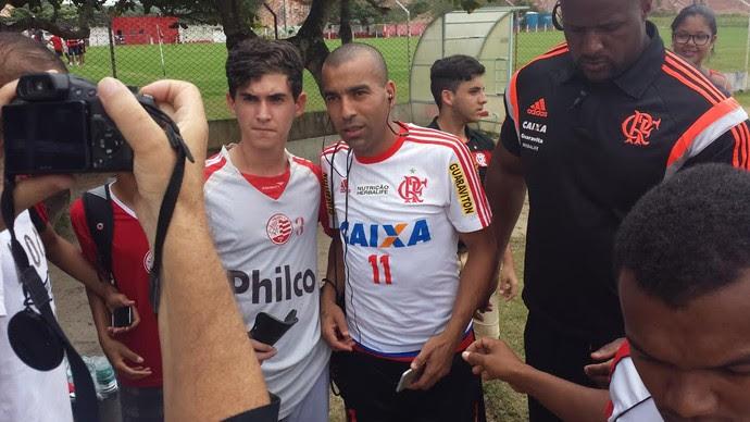 Emerson Sheik e torcedores em Recife (Foto: Fred Gomes/ GloboEsporte.com)
