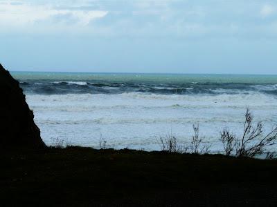 el temporal de ayer en sopelana. surf
