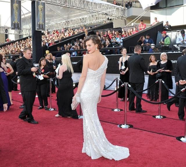 vestido de Milla Jovovich Oscar 2012