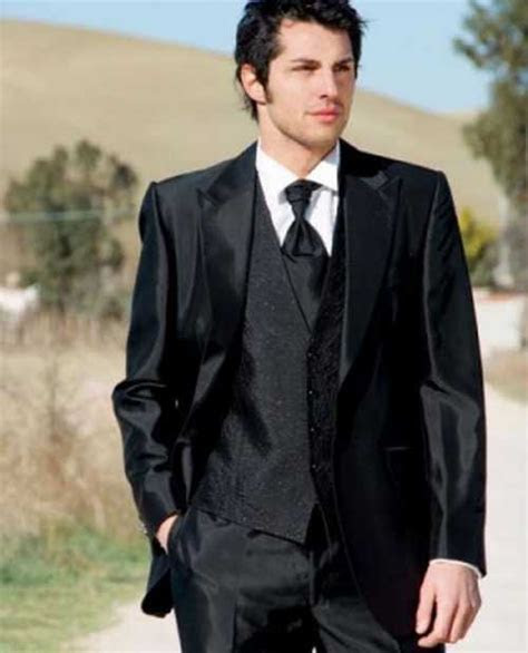 Different types of men?s wedding dresses! What to Wear