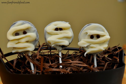 Oreo-Mummy-Pops