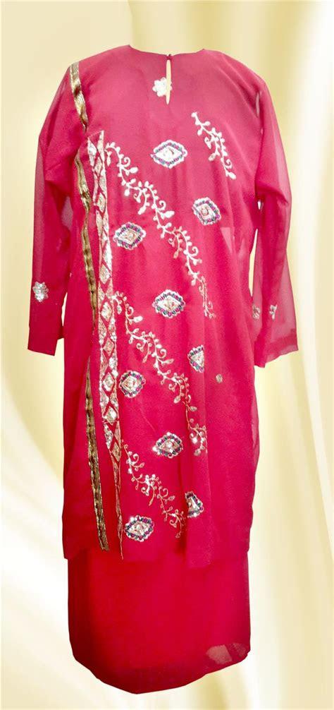 klm baju kurung merah bermanik    pm