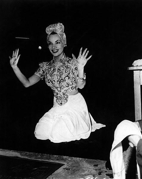 Ficheiro:Carmen Miranda - Grauman's Chinese Theatre, 1941.jpg