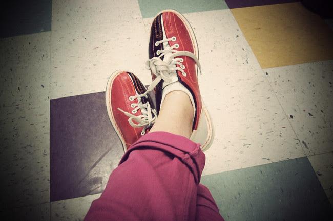Pink Skinny Jeans, Bowling in Pink Fashion, Converse, American Apparel raglan, Mary-Kate Olsen