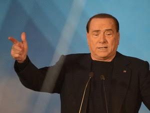 O ex-premiê italiano Silvio Berlusconi discursa nesta quarta-feira (27) em Roma (Foto: Reuters)