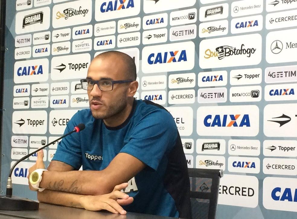 Roger deu coletiva nesta quinta-feira e explicou diálogo com assistente (Foto: Divulgação / Botafogo)