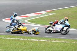Juanfran Guevara, RBA Racing Team, Andrea Migno, Sky Racing Team VR46 crash
