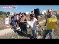 Cavaleiro Marcelo Mendes ataca a cavalo manifestantes anti-touradas na Torreira