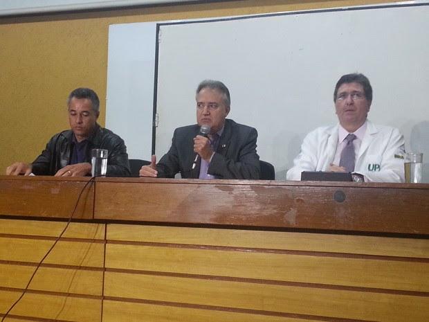 Diretor do Hospital Regional de Ceilândia, Élio de Aguiar, secretário-adjunto de Saúde, José Bonifácio Carreira Alvim e subsecretário de Atenção à Saúde, Roberto Bittencourt (Foto: Raquel Morais/G1)