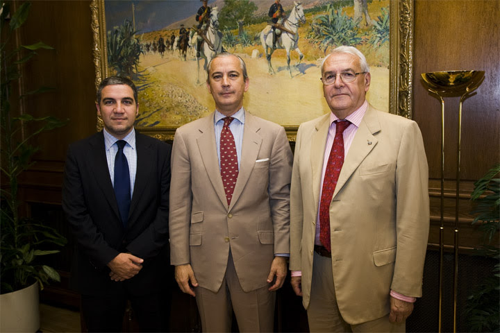 El Director General de la Guardia Civil y el Presidente de la Diputación Provincial de Málaga firman la colaboración entre ambos para el mantenimiento y conservación de los acuartelamientos de esa provincia