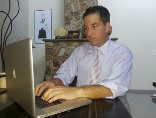 O colunista Glenn Greenwald, que se opõe à vigilância do governo, publicou um documento secreto da Agência de Segurança Nacional dos EUA no 'The Guardian' sobre o controle de registros telefônicos. (Foto: David dos Santos/The New York Times)