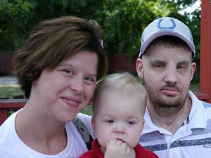 Mitch Hunter com a mulher e o filho. (Foto: BBC)