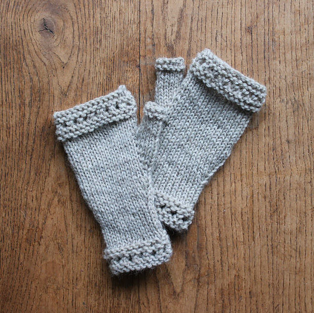 http://www.ravelry.com/projects/misshendrie/susie-rogers-reading-mitts