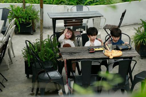Thu Trang xúc động khi thấy con trai quyết bảo vệ bức ảnh gia đình khi người lạ tới 'siết'