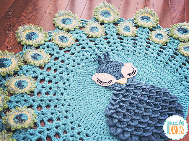 Tapis crocheté Pavo the Peacock Rug par Ira Rott