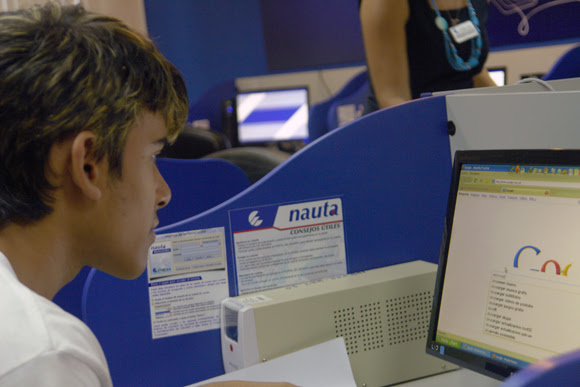 http://media.cubadebate.cu/wp-content/uploads/2013/06/Salas-de-Internet-en-Cuba-6.jpg