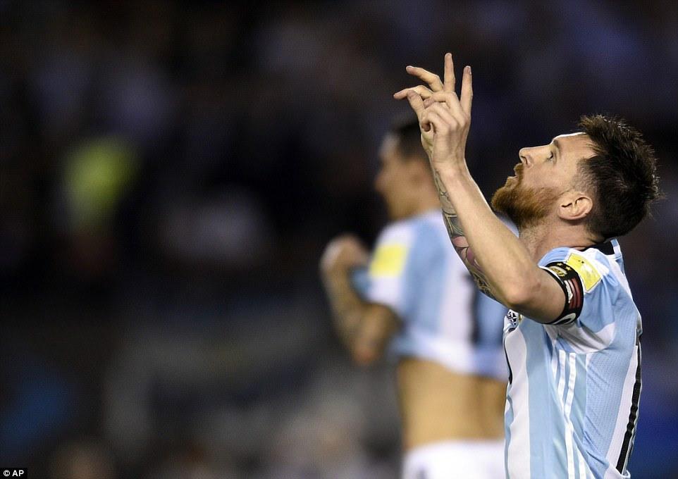 pena en el minuto 16 de Lionel Messi ayudó a Argentina a una victoria 1-0 sobre Chile - impulsar sus esperanzas de clasificación para la Copa Mundial