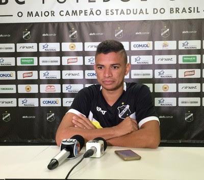 Erivélton meia do ABC (Foto: Luiz Henrique/GloboEsporte.com)