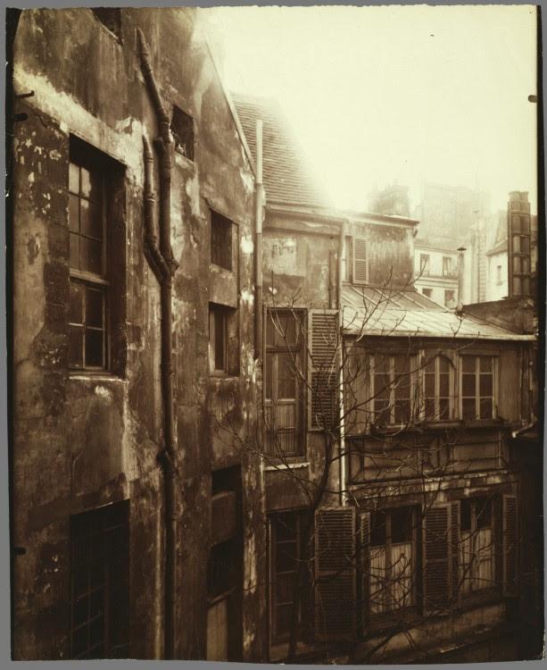 Atget Paris Cour de Rohan 613x750 Le Paris de 1900 par Atget  photographie histoire art
