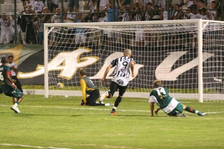Leandrão foi o autor do gol de empate do ABC contra o Santa Cruz