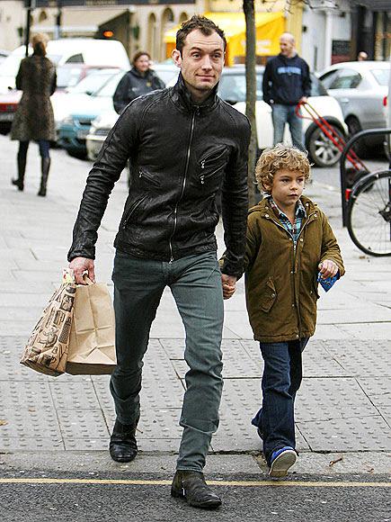 A STEP AHEAD photo | Jude Law