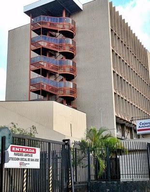El edificio de la JPS presenta una serie de riesgos ante eventuales movimientos sísmicos.