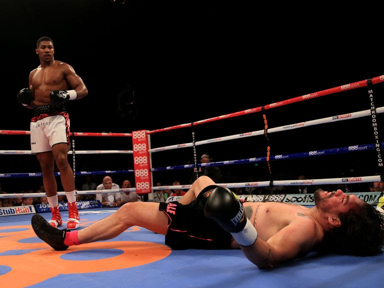 Anthony Joshua leaves Rafael Zumbano Love on the canvas