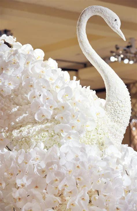 Escort Card Table Floral Swan Sculpture Decorations   I do