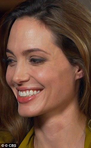 A empresa corajosa: Mesmo Angelina não podia resistir a ter uma risadinha quando ela lembrou seus estudos de funeral