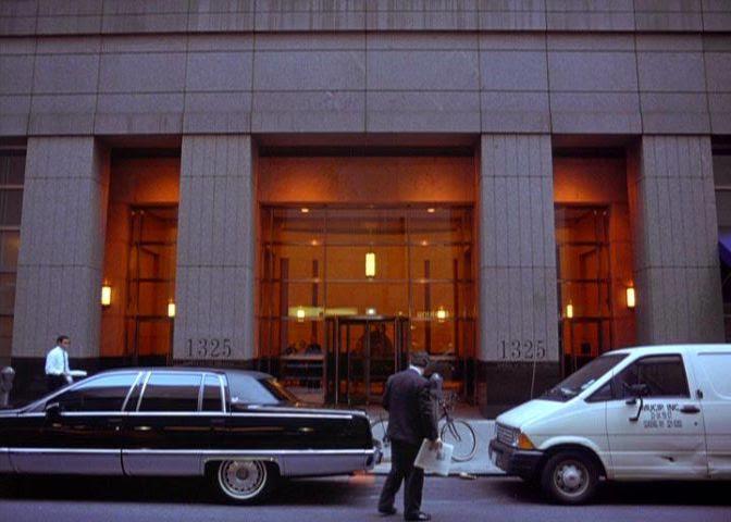 "IMCDb.org: 1993 Cadillac Fleetwood Brougham in ""Seinfeld ..."
