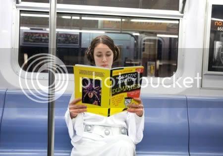 strangepeopleintrain13 [Gambar Pelik] Orang Pelik Dalam Kereta Api