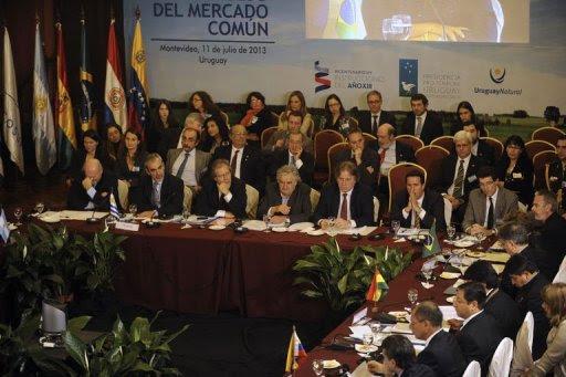 Cúpula do Mercosul em Montevidéu decidiu o retorno do Paraguai ao bloco. Foto: Miguel Rojo/AFP