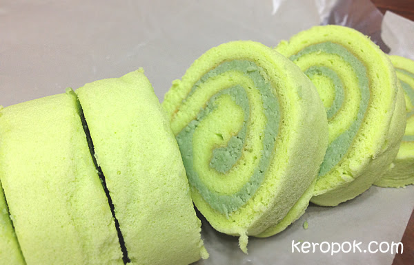 Kaya Swissroll from Rich & Good Cake Shop @ Kandahar Street
