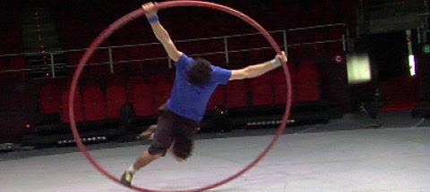 Ian Vázquez, en su espectáculo de aro