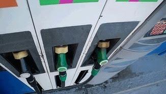 La caiguda del preu dels carburants arrossega la inflació