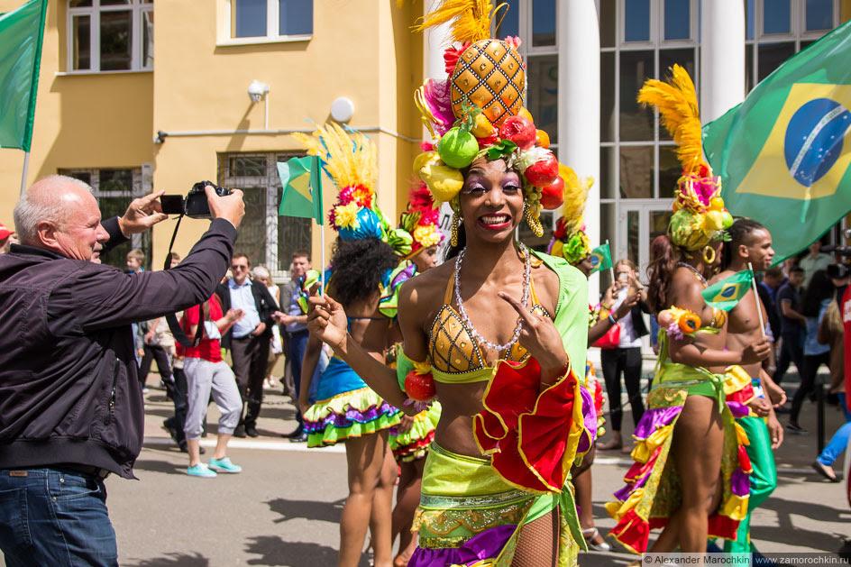 Бразильянка позирует. Фестиваль болельщиков в Саранске