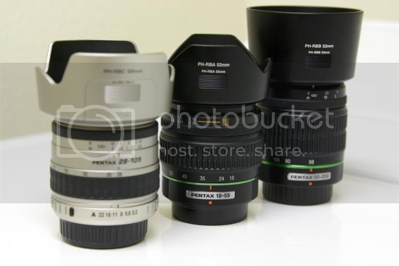 Picutre of Pentax DA 50-200 f/4.0-5.6 along with Pentax Kit's lens and Pentax FA 28-105 f/3.2-4.5